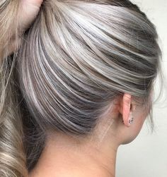 Hairline painting is now becoming on of my absolute favourite techniques to incorporate into my blonding services! I found myself struggling to foil t Blonde Foils, Hair Color Balayage, Hair Highlights, Blonde Balayage, Blonde Hair Looks, Brown Blonde Hair, Baby Blonde Hair, Grey Blonde, Light Blonde