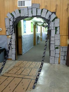 diy medieval decorations | Kingdom Rock draw bridge & chain (cardboard and paper chain)