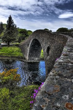 Clachan Bridge (aka Bridge over the Atlantic), linking the mainland with Seil island, Argyll and Bute, the Highlands, Scotland. Places To Travel, Places To See, Travel Destinations, Wonderful Places, Beautiful Places, Places Around The World, Around The Worlds, Old Bridges, England And Scotland