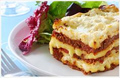 Do you love cooking Lasagna? If you do, check out these ten recipes for Lasagna that all offer something different and really liven up this classic meal. From breakfast to healthy options it seems Lasagna can be made in more ways than I thought! Best Lasagna Recipe, Homemade Lasagna, Lasagna Recipes, Ww Recipes, Cooking Recipes, Skinny Recipes, Healthy Recipes, Beef Lasagne, Meat Lasagna