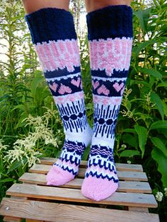 Long socks with fair isle patterns. Instructions includes the written guideline and charts for cable and coloured-knitting. Written guideline is available in English and in Finnish. Knitting Socks, Hand Knitting, Knit Socks, Owl Socks, Fair Isle Pattern, Summer Nights, Wearing Black, Leg Warmers, Mittens