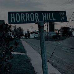 maybe a sign theyll see when arriving at the ghost town? Autumn Aesthetic, Aesthetic Grunge, Theme Halloween, Fall Halloween, Asylum Halloween, Vintage Halloween, Spooky Scary, Creepy, Imagenes Dark