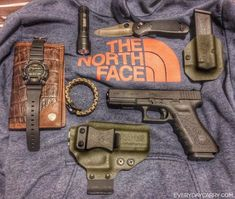 Most everyday carriers opt for something small and easily concealed. Not Jeff Moline, whose gat of choice is the full-size GLOCK 17 (which he totes in a Corso Concealment AIWB rig). See the rest of his daily complement at Everyday Carry. Edc Tactical, Tactical Knives, Everyday Carry Gear, Best Pocket Knife, Edc Tools, Edc Gear, Folding Knives, Funny Art, Survival Gear