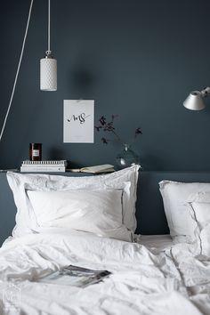 makuuhuone-7450 Dark Walls, Bedroom Inspo, Home Decor Inspiration, My Room, Interior Design Living Room, Interior Architecture, Home Goods, Room Decor, Roommate