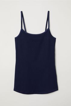 Fitted tank top in soft organic cotton jersey with narrow shoulder straps. Minimal Wardrobe, Sleeveless Tunic Tops, Coton Bio, Workout Tank Tops, Black Tank Tops, Fashion Online, Black Women, Basic Tank Top, Athletic Tank Tops