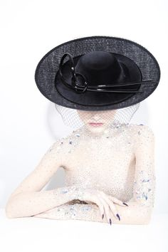 Galleries of haute couture and ready to wear hat collections and handbags. Philip Treacy Hats, How To Make Decorations, Derby Day, Monochrome Fashion, Hats For Women, Women Hat, Aw17, Colourful Outfits, Hat Making