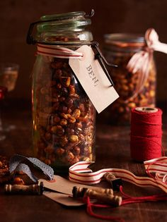 This year, instead of buying a whole load of expensive packets of spiced roasted nuts nuts or honey-roasted ones, make your own and give them to a friend as a foodie gift! Edible Christmas Gifts, Xmas Food, Edible Gifts, Christmas Cooking, Christmas Treats, Xmas Gifts, Christmas Hamper Ideas Homemade, Christmas Recipes, Christmas Room