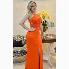 Sim, a noite termina com LACRE! A empresária @carolinalt, @glossloja, escolheu um 'long dress' poderoso para seu #momentoRS. 😱😱😱#reginasalomao #SummerVibesRS #SS17 #PartyEdition