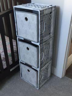 Milk crate storage: spray paint milk crates with desired color. I used dark gray… Stockage des caisses de lait: vaporisez … Baby Storage, Craft Storage, Shoe Storage, Paint Storage, Storage Hacks, Milk Crate Furniture, Diy Furniture, Diy Organizer, Diy Organization