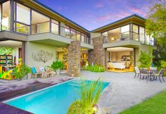 A masterpiece of light and space in Somerset West. Somerset West, Light And Space, Mansions, House Styles, Hot, Home Decor, Mansion Houses, Homemade Home Decor, Villas