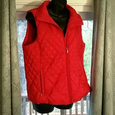Coldwater Creek Quilted vest sz M In good used condition, no holes, no stains and all zippers work.  Sz M Coldwater Creek Jackets & Coats Vests