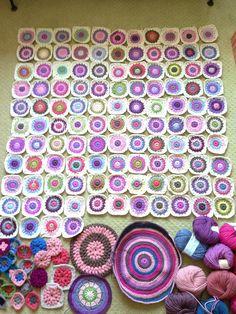 AnnieColors: Sunburst Granny Square Pattern