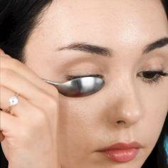 Dicas de Make! hacks for teens girl should know acne eyeliner for hair makeup skincare Eyebrow Makeup Tips, Makeup Eye Looks, Eye Makeup Steps, Smokey Eye Makeup, Makeup Videos, Skin Makeup, Eyeshadow Makeup, 60s Makeup, Vintage Makeup
