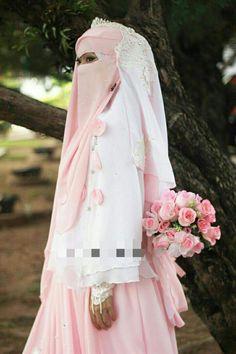 Bridal Hijab, Hijab Bride, Hijab Niqab, Handfasting, Beautiful Bride, Girl Pictures, Bridesmaid, Wedding Dresses, Arabian Eyes