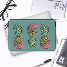 GOLDIE PINEAPPLE - MACBOOK SLEEVE - Macbook Sleeve #macbook #pineapple #laptop #ipad #pink  #gold #green #casetify #pattern #foodlovers #nikamartinez #nikastudio