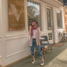 Modest Fashion Hijab, Modern Hijab Fashion, Street Hijab Fashion, Casual Hijab Outfit, Hijab Fashion Inspiration, Ootd Hijab, Hijab Chic, Hijab Dress, Muslim Fashion