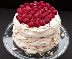 / / Sky High Cake / / Sans Moule / / Pavlova / / Framboises / /
