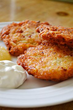 In honor of Hanukkah starting this evening, we thought it would be fun to share… Healthy Foods, Healthy Recipes, Potato Latkes, Salmon Burgers, Hanukkah, French Toast, Potatoes, Breakfast, Ethnic Recipes