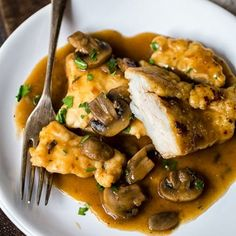 Enjoying this delicious homemade Chicken Marsala doesn't require a restaurant trip, only 25 minutes of your time and a handful of ingredients found at home! Weight Watchers Chicken Marsala Recipe, Cooking Recipes, Healthy Recipes, Yummy Recipes, Recipe Tasty, Recipe Box, Italian Recipes, Italian Dinners, Italian Cooking