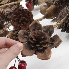 Natural pine cones and berry garland - arzu şanlı - ., Natural pine cones and berry garland - arzu şanlı - # berry garland # natural # şanlı # pine cones. Pine Cone Art, Pine Cone Crafts, Pine Cones, Fall Crafts, Holiday Crafts, Christmas Crafts, Crafts For Kids, Christmas Ornaments, Kids Christmas