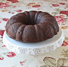 Versatile Vegetarian Kitchen: Vegan Banana Chocolate Cake (Low fat)