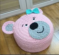 Christmas Crochet - How To Start A Baby Crib Crochet Pouf, Crochet Carpet, Crochet Cushions, Crochet Pillow, Crochet Crafts, Crochet Projects, Baby Girl Crochet Blanket, Knit Rug, Knitting Accessories