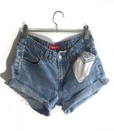 Short Levi's W30  #brandleyvintage #vintageclothing #clothes #tshirt #jeans #levis #shoponline  #outfit #fashion #vintage #conmuchorollo Fashion Vintage, Vintage Outfits, Levi Shorts, Levis, T Shirt, Clothes, Women, Supreme T Shirt, Outfits