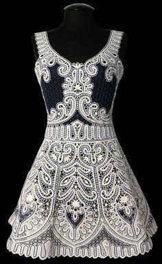 Precioso vestido elaborado con encaje de brujas.