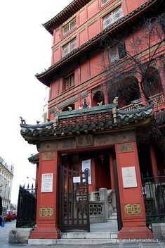 La Pagoda París, Francia. Fue un edificio de estilo Luis Felipe. En 1925 lo adquirió el coleccionista de antigüedades asiáticas Ching Tsai Loo y transformada en una pagoda.