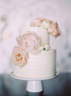 #cake, #roses, #wedding-cake  Photography: Milton Photography - milton-photography.com Floral Design: Flower Artistry - flowerartistry.ca Cake: Whippt - whippt.ca Venue: The Lake House - lakehousecalgary.com