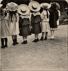 vintage little girls in hats Vintage Children Photos, Vintage Pictures, Old Pictures, Vintage Images, Old Photos, Belle Epoque, Excited About Life, Love Vintage, Vintage Girls