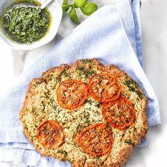 FOCACCIA MET TOMAAT EN BASILICUMOLIE - Amber Albarda. Brood is echt niet ongezond, zolang het met de juiste ingrediënten gemaakt wordt.