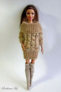 Crochet Barbie Patterns, Holiday Crochet Patterns, Knitted Doll Patterns, Knitted Dolls, American Girl Outfits, Knitting Dolls Clothes, Crochet Doll Clothes, Barbie Fashionista, Dolly Fashion