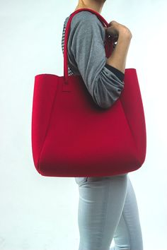 Items similar to Red Felt Tote Bag on Etsy Best Tote Bags, Diy Bags Purses, Neoprene, Linen Bag, Denim Bag, Quilted Bag, My Bags, Cotton Tote Bags, Fashion Bags