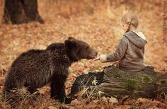The relationship is of children and animals filled with innocence and unconditional love is reflected beautifully in one of the most adorable photoshoots of children and animals cuddling by Russian photographer Elena Karneeva Animals For Kids, Cute Baby Animals, Wild Animals, Children Photography, Animal Photography, Cute Bear, Photo Chat, Cute Animal Videos, Tier Fotos
