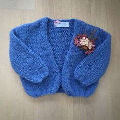 be wp-content uploads 2016 10 bernadette_gesloten. Knitting For Kids, Baby Knitting Patterns, Free Knitting, Baby Scarf, Baby Vest, Baby Pop, Clothing Photography, Baby Kind, Baby Sweaters