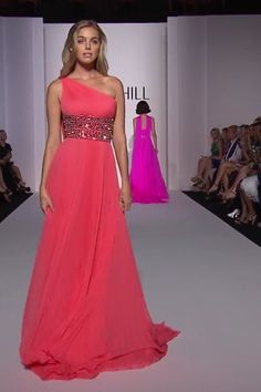 Beautiful Coral One Shoulder Empire Waist Evening Maxi Dress / Evening Gown with a Train. Spring Summer 2019 Runway Collection by Sherri Hill on FF Channel Pink Prom Dresses, Strapless Dress Formal, Bridesmaid Dresses, Coral Dress, Haute Couture Dresses, Couture Fashion, Simple Dresses, Pretty Dresses, Dance Outfits