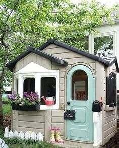 """to exactly one year ago when I gave Quinn's plastic playhouse a makeover. We call it her summer cottage: """"Where do you summah? Toddler Playhouse, Backyard Playhouse, Build A Playhouse, Childs Playhouse, Playhouse Ideas, Childrens Plastic Playhouse, Backyard Toys, Play Yard, Outdoor Play"""