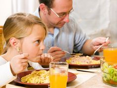 30 Second Mom - Kristen Yarker, MSc, RD: 3 Tips for Teaching Kids to Eat Politely at a Restaurant http://www.30secondmom.com/tip-a250a3ad-2efd-4974-bbc4-85b4f8b3a3d7