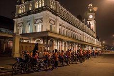 Passeio noturno de bicicleta celebra o Halloween