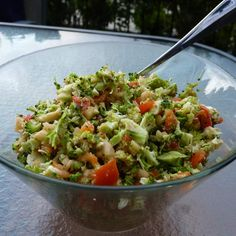Recipe Broccoli & capsicum salad by Yummy Thermie, learn to make this recipe easily in your kitchen machine and discover other Thermomix recipes in Side dishes. Capsicum Recipes, Broccoli Salad, Food Dishes, Side Dishes, Clean Eating, Healthy Eating, Cooking Recipes, Healthy Recipes