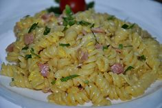 Schinkennudeln zum Mond - Nudels and rice are very nice. Quinoa and so sometimes steal them the show - Nudel Salat İdeen Oven Recipes, Cooking Recipes, Healthy Recipes, American Cheesecake, A Food, Food And Drink, Pasta Noodles, Pasta Salad, Kids Meals