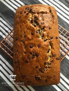 Νόστιμο κέικ με γιαούρτι και σταγόνες σοκολάτας - Απλό, εύκολο και προπαντώς οικονομικό No Cook Desserts, Dessert Recipes, Sweet Recipes, Banana Bread, Food And Drink, Cooking Recipes, Cookies, Eat, Instagram