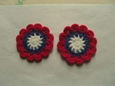 Fleurs colorées au crochet en laine 8 cm, appliques, lot de 2. : http://www.alittlemercerie.com/autres-tricot-et-crochet/fr_fleurs_colorees_au_crochet_en_laine_8_cm_appliques_lot_de_2_-5353915.html