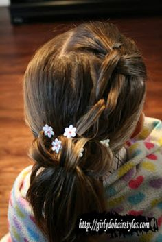 Knotted Daisy Ponytail | 37 Creative Hairstyle Ideas For Little Girls