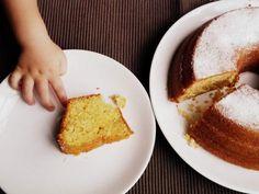 Receta de Bizcochuelo muy fácil (torta de yogurt 1-2-3) Esponjoso y suave, queda riquísimo. ¡En casa lo devoramos! Con fotos del PASO A PASO.
