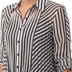 Stripe Tunic Blouse White and black stripe pleated blouse with push up sleeves. Made in Canada. Tunic Designs, Kurta Designs Women, Designs For Dresses, Shirt Bluse, Tunic Blouse, Tunic Tops, Looks Chic, Striped Fabrics, Blouses For Women