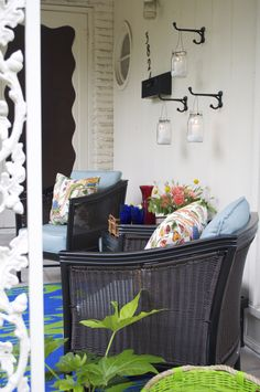 Decorating a small patio space in your home? This tiny front porch is packed with charm and helpful tips! #heartoutdoors | From Hilary of Hilary Inspired