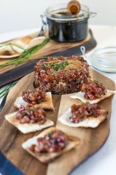Tartar of sausage. Málaga at your table Gourmet Recipes, Appetizer Recipes, Healthy Recipes, Gourmet Foods, Appetizers, Tapas Menu, Catering Buffet, Spanish Dishes, Spanish Cuisine