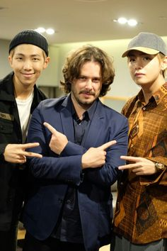 V and Rap Monster @BTS_twt say what's up to Baby Driver director @edgarwright backstage at the Seoul premiere